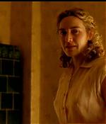 the-reader_dvd-featurette_deleted-scenes_michael-has-hanna-over-for-dinner_015.jpg